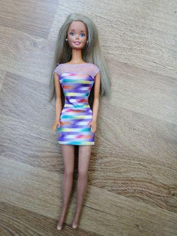 Várias bonecas barbie