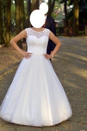 Suknia ślubna o kroju księżniczki