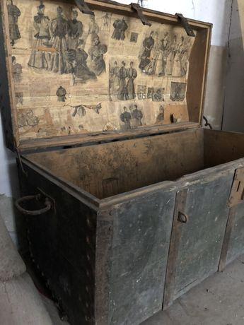 Kolekcjonerska skrzynia drewniana, kufer, metalowe okucia, stara prasa