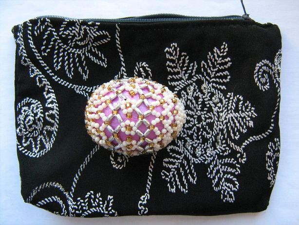 Яйцо оплетённое бисером в матерчатом чехле