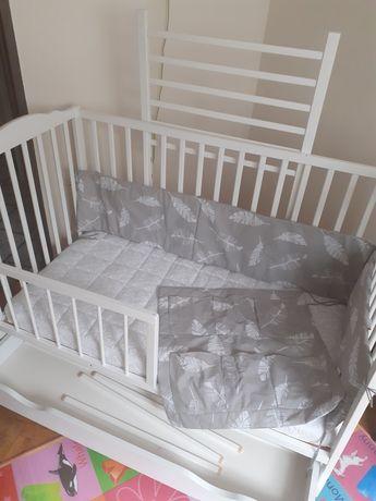 Ochraniacz + organizer do łóżeczka