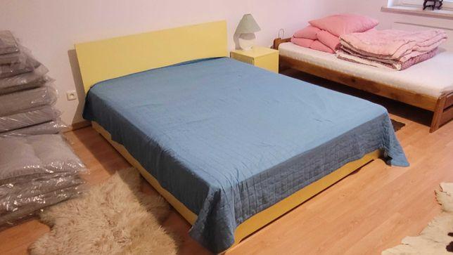 Komplet mebli do sypialni, łóżko, szafy, komoda, stolik pufy.