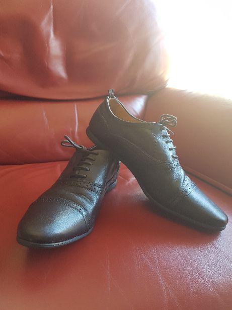 Sapato de pele castanho