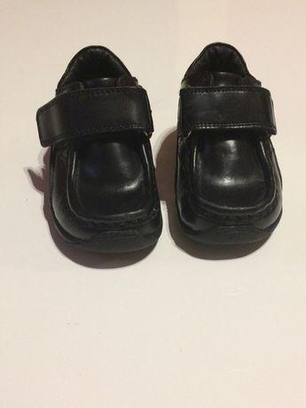 Eleganckie oryginalne wizytowe skórzane buciki dla chłopca r. 20,modne