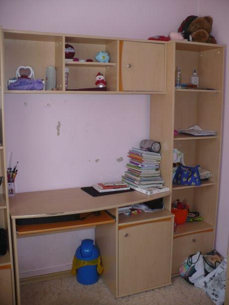 Sprzedam biurko 117 cm z półką wiszącą