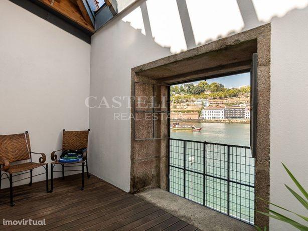 Apartamento T2 duplex com varanda e vista rio em Gaia
