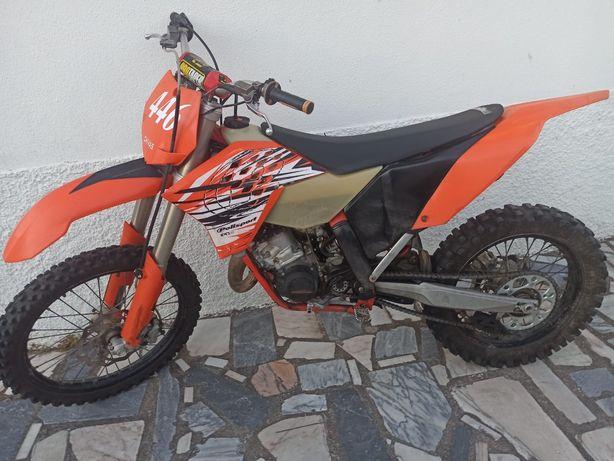 Moto KTM 125 SX.