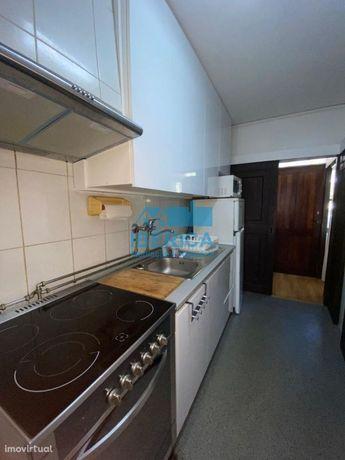 Apartamento T3 situado perto ao Campo Alegre