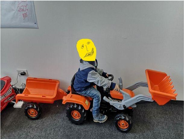 Трактор на педалях з прицепом та ковшом