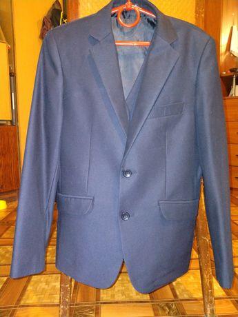 Пиджак и жилетка фирмы Rado школьные