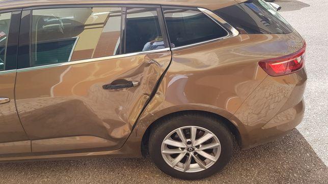 Renault megane intense - acidentada