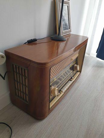 Rádio antigo restaurado