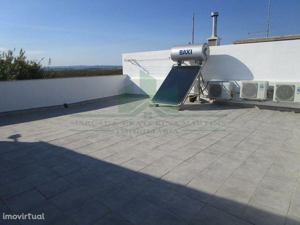 Moradia T2 Renovada Com Terraço E Logradouro Na Zona De V...