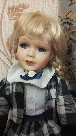 Фарфоровая кукла с косами. Пересылаю