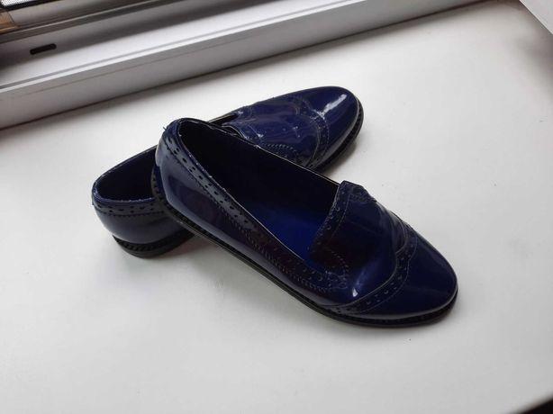 Кожаные темно-синие лаковые туфли