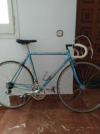 Шоссейный велосипед massi.