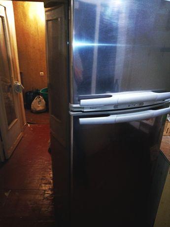 Холодильник whirlpool No Frost в Авдеевке.