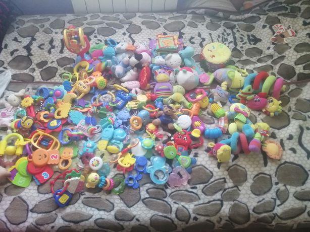 Duży zestaw zabawek,grzechotki,maskotki,pozytywki i inne ponad 100 szt
