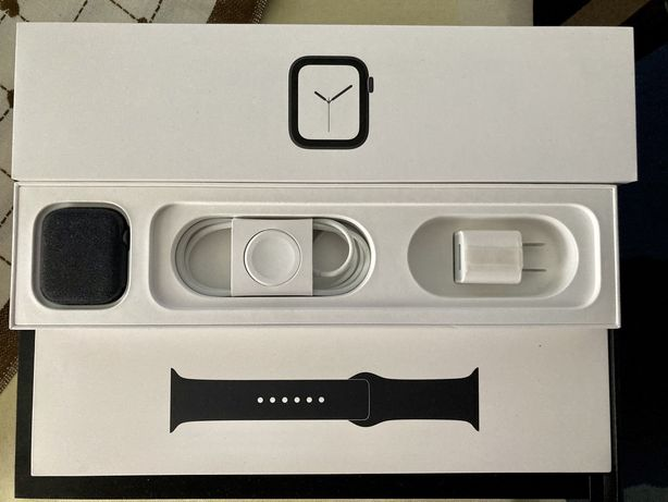 Apple Watch Series 4 44mm Space Gray Aluminium
