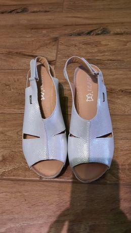 Skórzane sandały na koturnie Lasocki r. 38