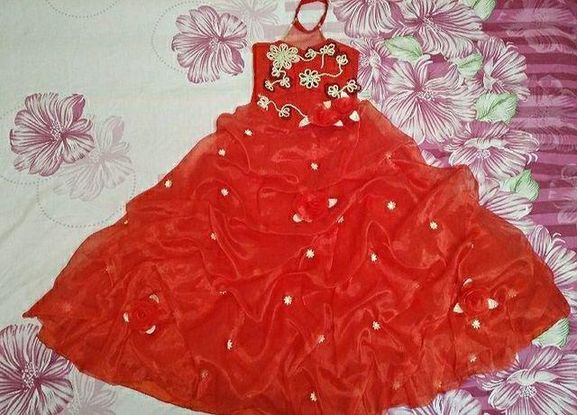Платье нарядное на девочку 8-11 лет