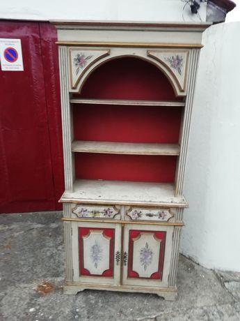Móvel vintage em madeira