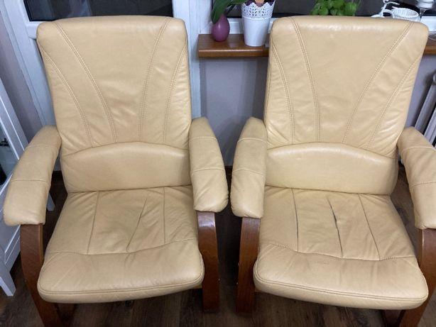 Dwa fotele ze skóry - bardzo wygodne - zysk na cele charytatywne