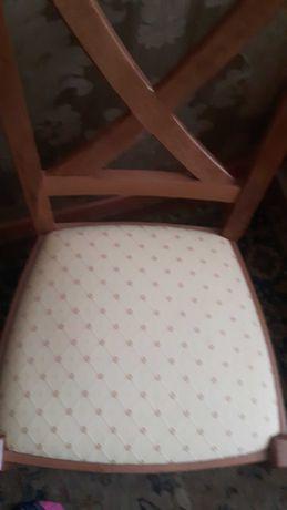Krzesla kuchenne drewniane 2 sztuki.ładne