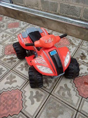 Продам детский электромобиль квадроцикл