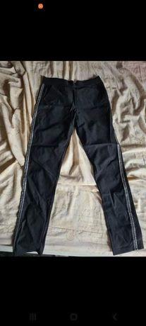 Elastyczne spodnie materiałowe