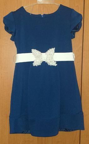Нарядное платье для девочки и плащ(ветровку)