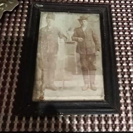 Старинное фото в рамке
