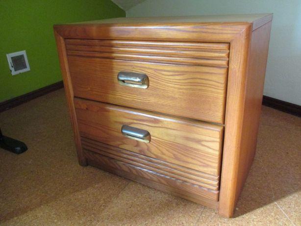 Mesa de cabeceira com duas gavetas