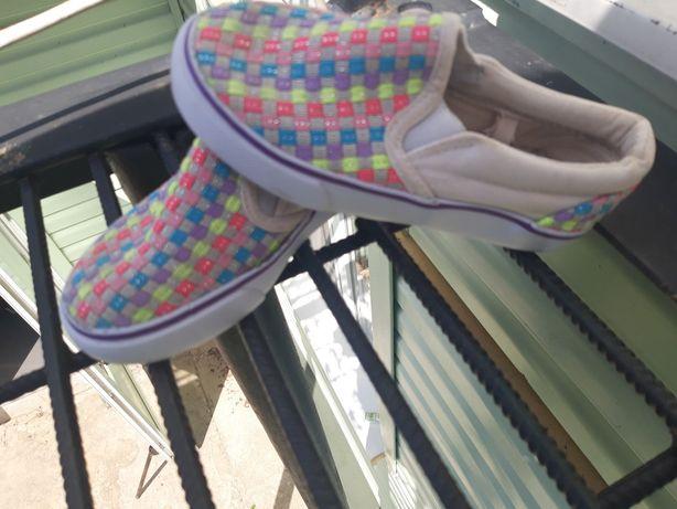 Дитяче взуття в ідеальному стані