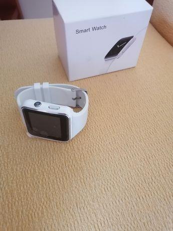 Smartwatch branco (faz e recebe chamadas)