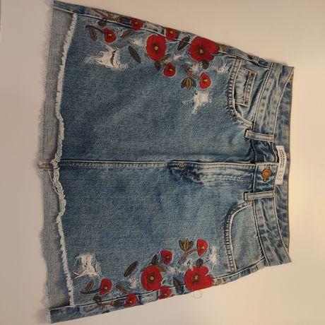 Saia de ganga com flores bordadas da Zara