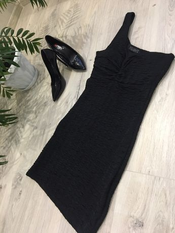 Елегантне чорне плаття