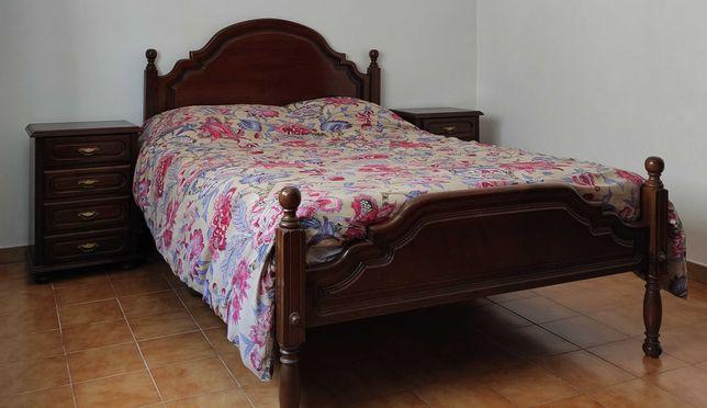 Mobília de quarto de casal (inclui colchão)