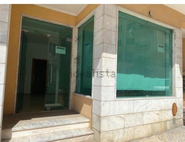 Loja de esquina próximo ao centro de Torres Vedras