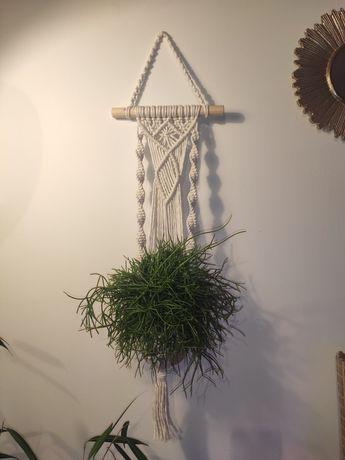 Kwietnik makrama pleciony ze sznurków rękodzieło boho