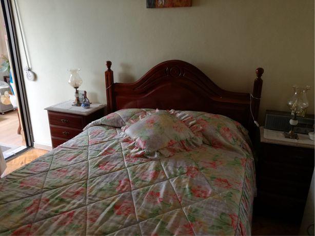 Mobília de quarto maciça
