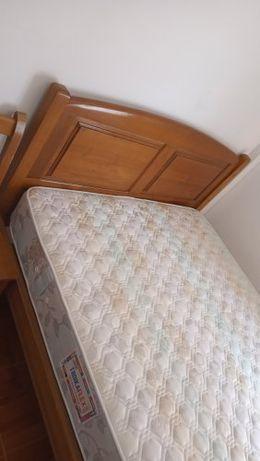 Cama de casal (não IKEA)
