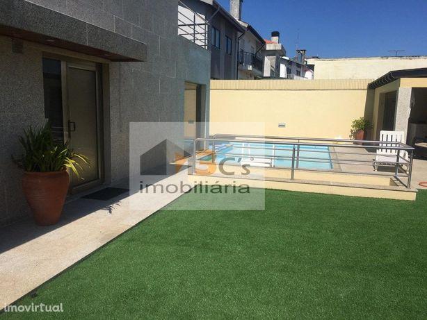 Moradia Independente V4 com piscina