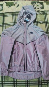 Спортивна куртка NIKE оригінал.Товар не підлягає повернення.
