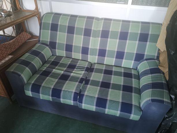 Vendo três sofás e uma cama de casal