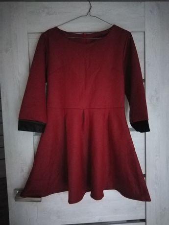Bordowa wytłaczana sukienka