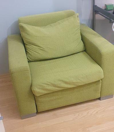 zielony fotel rozkładany