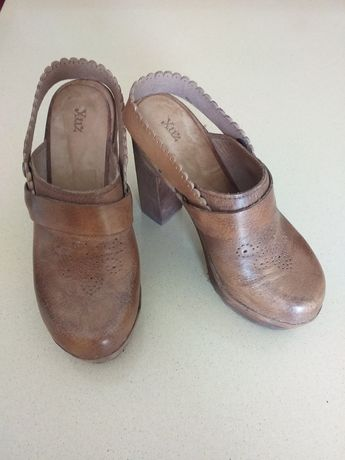 Sandálias Xuz em pele