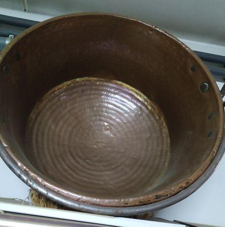 Caldeira de cobre antiga.