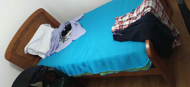 Vendo cama de solteiro com estrado e colchão!